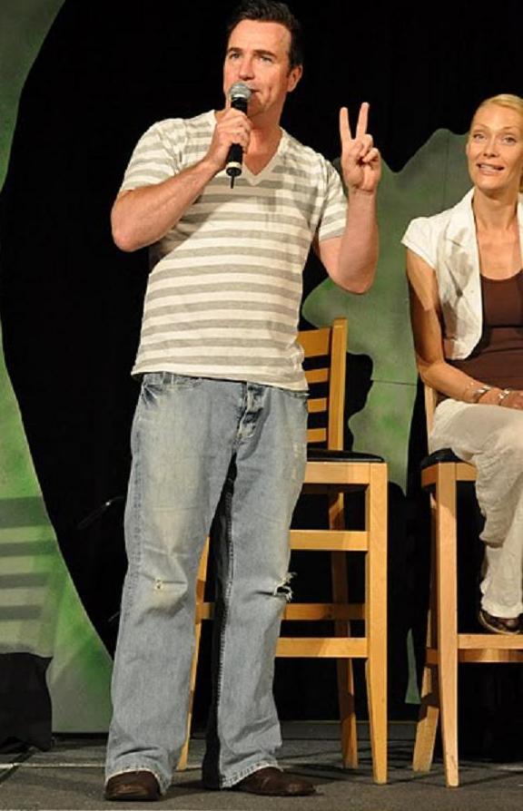 GateCon 2010 - Paul McGillion discusses marriage - Yikes!