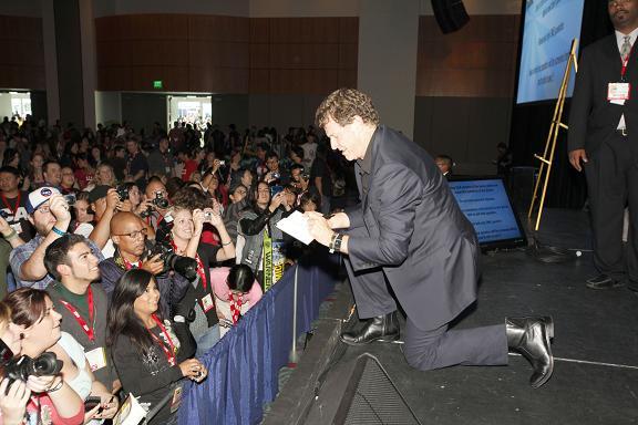 Comic Con 2010 Mr. Noble signs at Warner Bros Fringe Panel