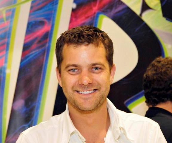 Comic-Con 2010 Joshua Jackson at WB signing