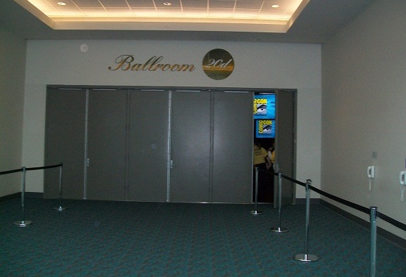 ComicCon 2010 The Door to Ballroom 20d opens for WHR
