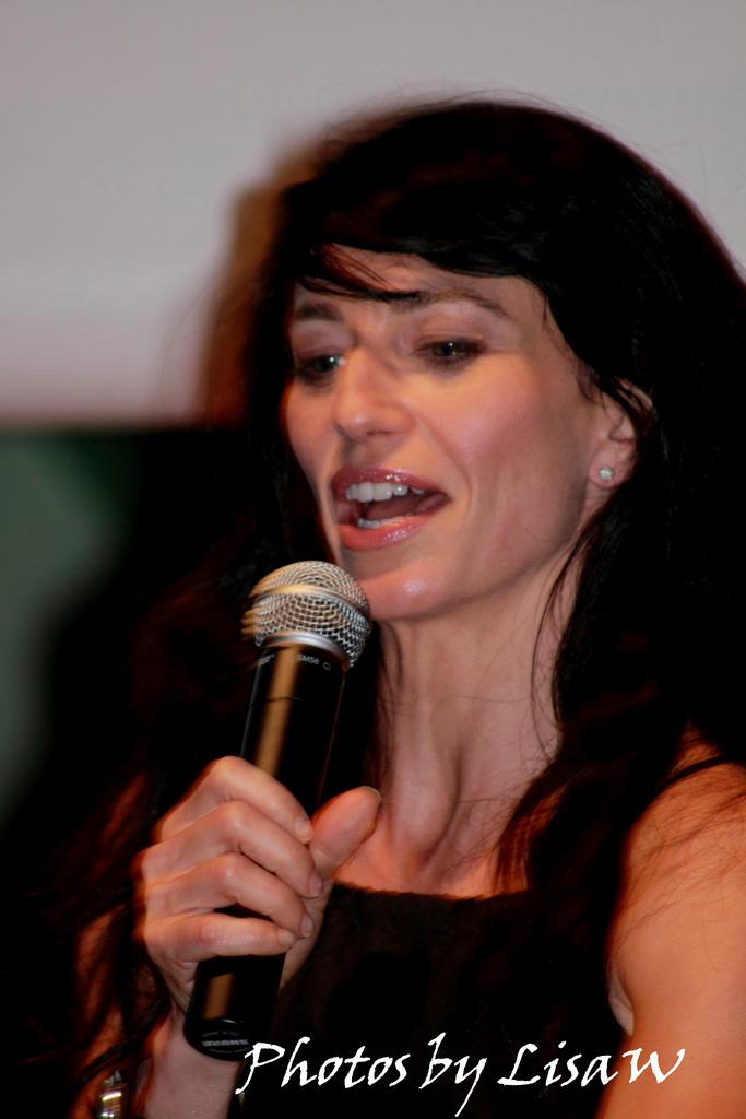 2010 - Hubcon - Claudia Black courtesy of ImWebGurl