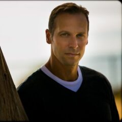 Click to visit and follow Gregg Hurwitz on Twitter!