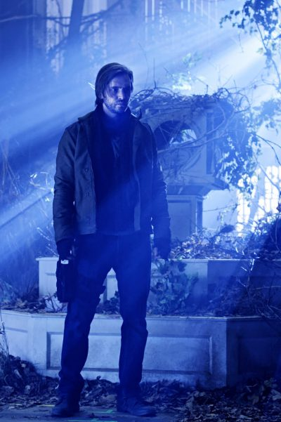 12 Monkeys S3x01 Aaron Stanford as James Cole