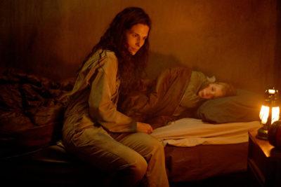 Van Helsing S4x06 Jennifer shares stories about the olden days