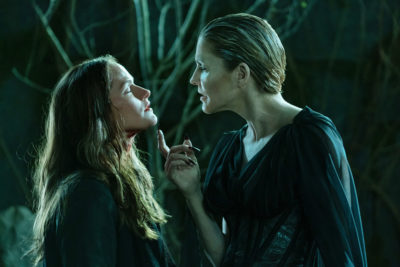 Van Helsing S4x07 Dracula takes a liking to Vanessa