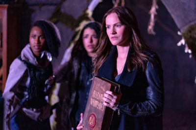 Van Helsing S4x07 Jack joins Vanessa and Violet in Abrahams library