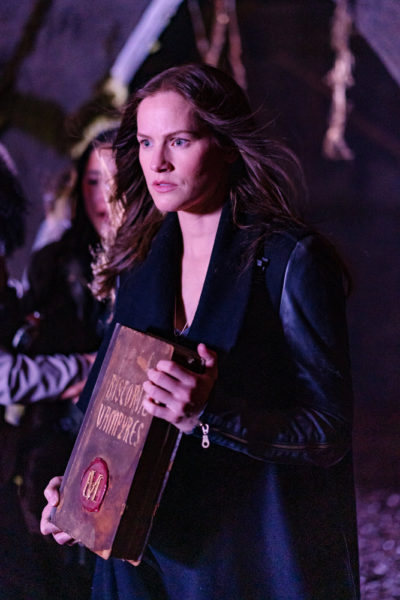 Van Helsing S4x07 Vanessa shows Abraham the family book