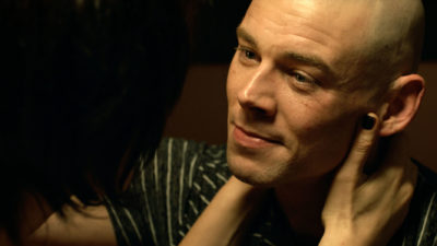 Treadstone S1x09 Doug shaves his head for his and Samanthas plan