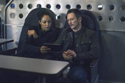 Debris S1x03 Finola and Bryan discuss the mission
