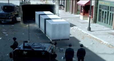 Fringe S5x05 The Observers transport items from the future