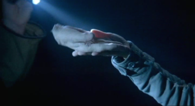 Fringe-S5x07-William-Bells-severed-hand