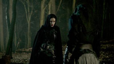 Van Helsing S5x02 Alexandra is sent to cut Jack's head off