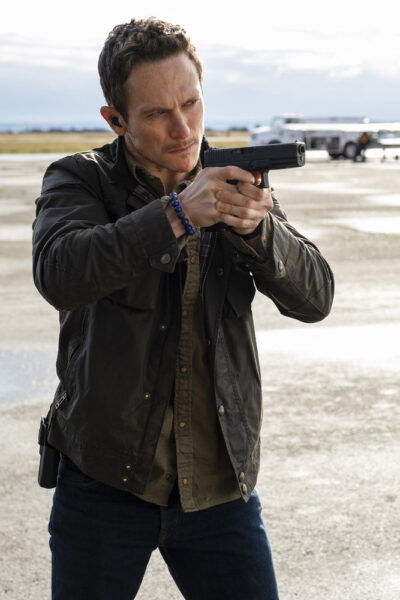 Debris S1x07 Luke forces Bryan to point the gun at himself