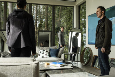 Debris S1x09 The mirrors show different reality reflections