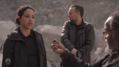 Debris S1x13 Finola is forced to take the blue pill to avoid her memory from being erased
