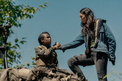 Van Helsing S5x07 Violet and Ivory mourn and bond the loss of members of the Sisterhood