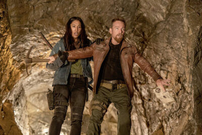 Van Helsing S5x08 Ivory and Axel find the Raiders of the Lost Ark cave shaft
