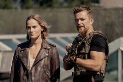 Van Helsing S5x12 Vanessa and Axel ready for the final battle with Dracula