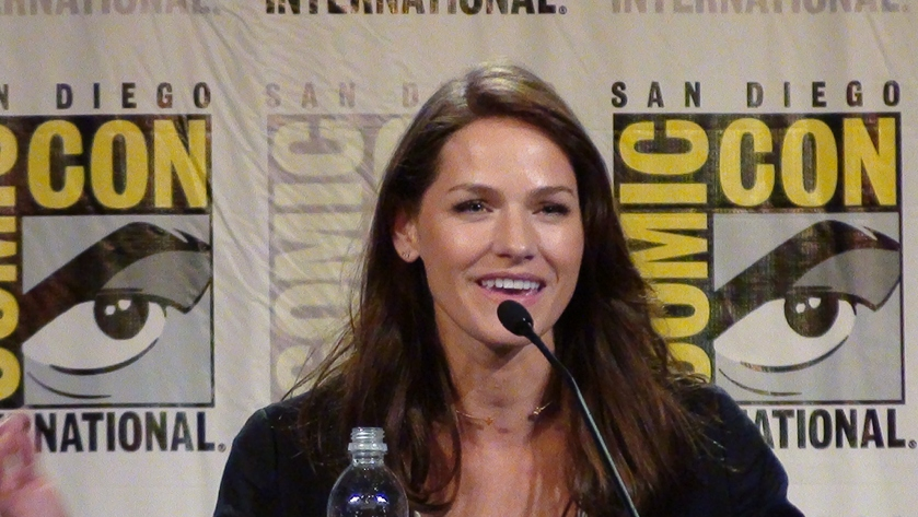 Shout Out to Kelly Overton from the Van Helsing Wormhole!