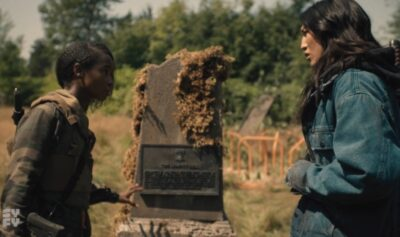 Van Helsing S5x07 Violet and Ivory find a clue from Jack at the Liberty Bell gravestone