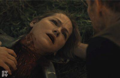 Van Helsing S5x09 Axel finds Vanessa with her throat slit