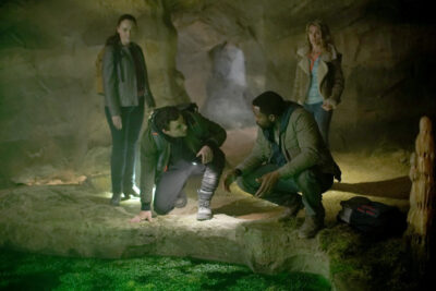 La Brea S1x03 Eve, Ty, Lucas and Mary Beth trapped in a cave