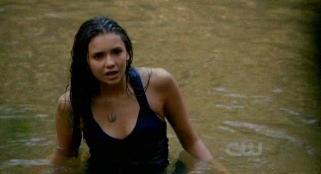 3x02 TVD Elena goes swimming 2