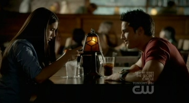 3x02 TVD Tyler and Elena shows her wolf areas