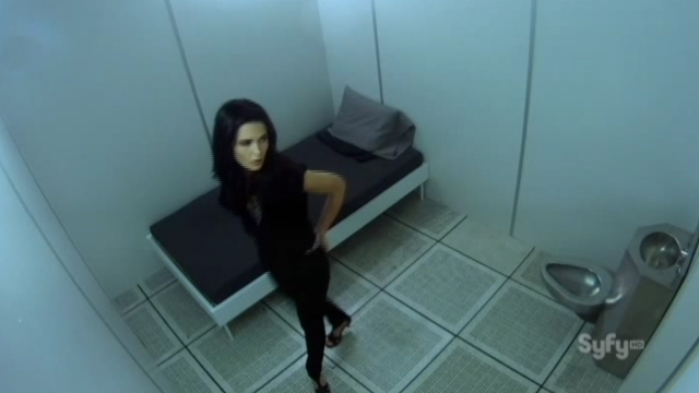 Alphas S1x10 - The Unusual Suspects - Nina in Cell