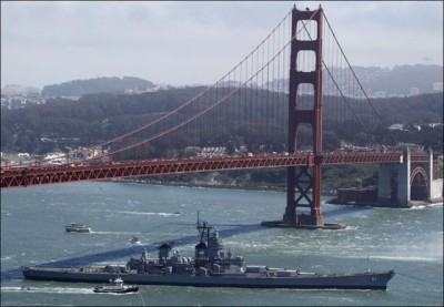 Battleships Final Voyage USS Iowa under the Golden Gate Bridge