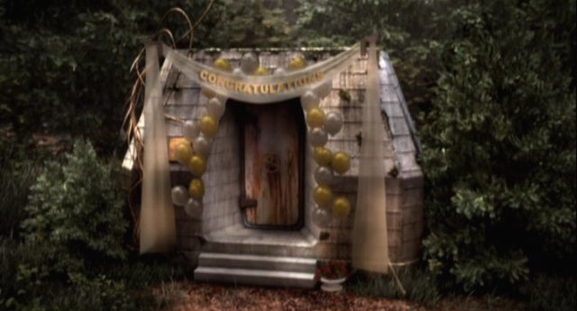 Eureka S4x11 - Entrance heavily decorated for wedding
