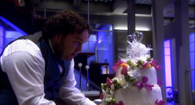 Eureka S4x11 - Vincent attends to wedding details