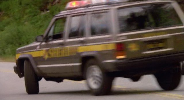 Eureka S4x12 - Kevin steals Carters patrol vehicle