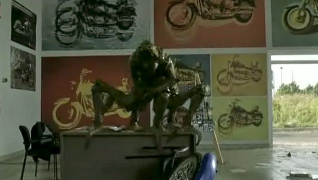 Skitter In Bike Shop