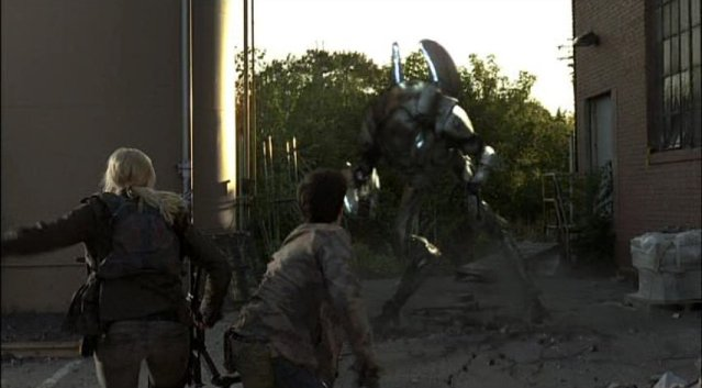 Falling Skies S1x03 - Karen and Hal trapped by Mech