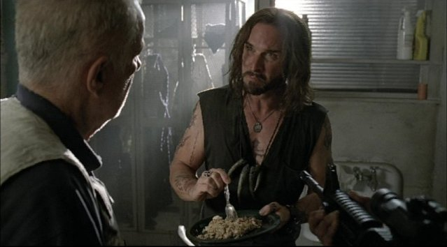 Falling Skies S1x03 Prisoner of War - Colin Cunningham as John Pope
