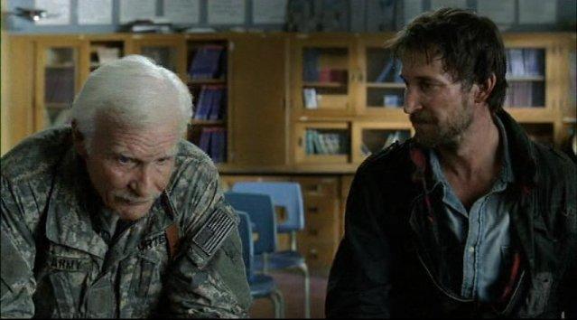 Falling Skies S1x03 Prisoner of War - Dale Dye and Noah Wyle