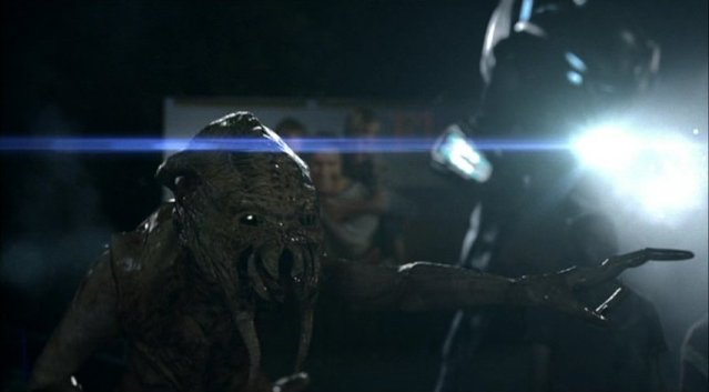 Falling Skies S1x03 - Skitter orders machine gunning by Mech