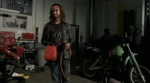Falling Skies S1x04 - Pope about to escape at motorcycle shop