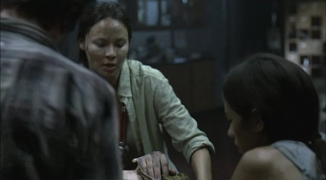Falling Skies S1x05 - Anne Glass and Lourdes at work