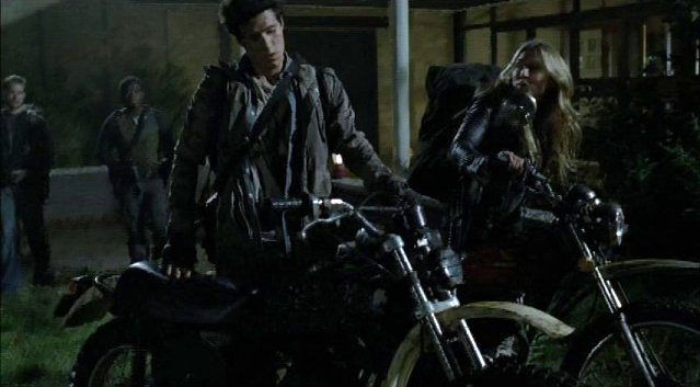 Falling Skies S1x05 - Hal and Margaret back from patrol