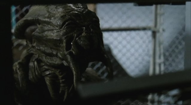 Falling Skies S1x05 - The caged Skitter
