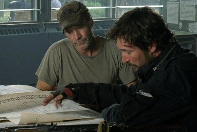 Falling Skies S1x05 - Weaver and Mason look over plans