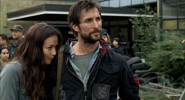 Falling Skies S1x06 - How is the romance between Tom and Anne?