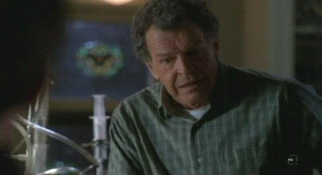 Fringe S3x10 The Firefly - Walter administers drug