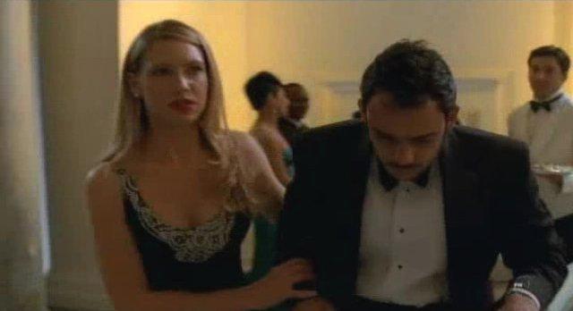 Fringe S3x12 -Lovely Olivia in dress helping Simon