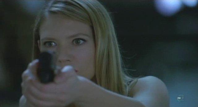 Fringe S3x12 - Olivia dead eye makes the takedown!