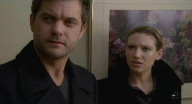 Fringe S3x12 -Peter and Olivia evacuate the hospital