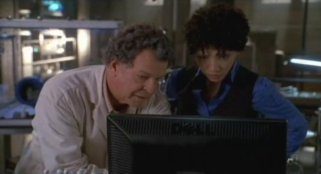 Fringe S3x12 -Walter and Astric in the lab