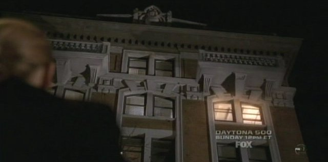 Fringe S3x14 6B The apartment glows